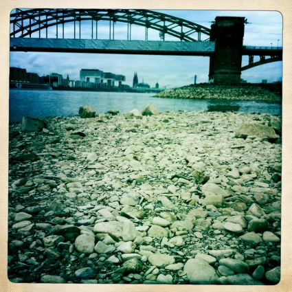 Niedrigwasser unter der Südbrücke